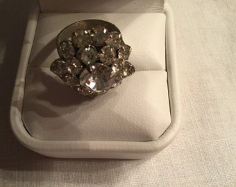 Vintage cluster rhinestone adjustable ring.