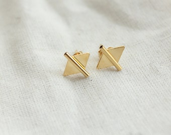 Hateya gilded end chips earrings