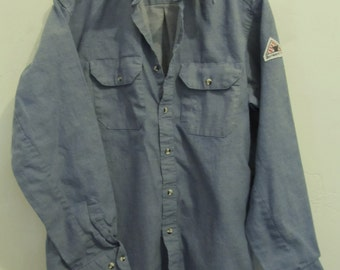 C0UPON C0DE Sale!!Marked Down@@A Men's Vintage 90's Blue CHAMBRAY Denim FIRE RESISTANT Shirt By Bulwark.L