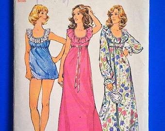 "70s NIGHTGOWN & PANTIES, Size 12-14, Bust 34"" to 36"", Simplicity 5988."