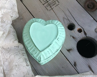 Shabby Chic Heart-Shaped Jewelry/Keepsake Box Mint Green