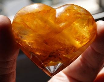 Heart, carved Golden healer Crystal of 090 grams / 1/8 lbs*