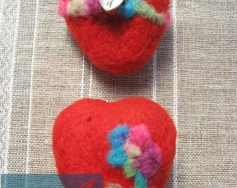 Set ot two brooch-heart/needle felting /gift / wool / love/for her/handmade/wonderful idea/lovely color/pin and pinch/
