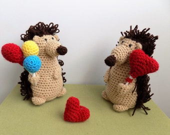 Hedgehogs and hearts **crochet pattern only**