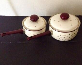 Set of 2 vintage retro enamel floral design sauce pans with lids
