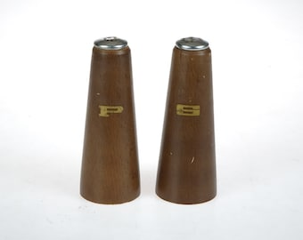 Mid Century Wooden Salt and Pepper shakers - retro - Mid century kitchen