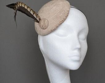 Beige fascinator. Light brown fascinator. Beige mini hat. Beige feather hat. Beige chenille hat. Beige wedding hat. Ascot hat. Derby hat.