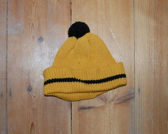 vintage original 70s kids bobble hat in mustard yellow 0-6 yrs deadstock football soccer knit bright colours autumn winter vtg original