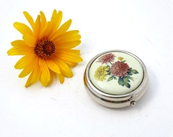 Vintage Compact Pill Box - Vintage pill box - Small pill box - Small gift box - Floral trinket box  - Ring Box - Jewelry Box