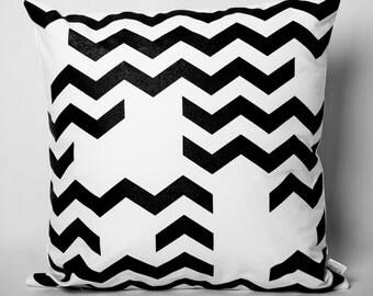 Cushion black & white: rafters