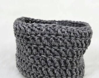 Crochet newborn egg pod photography bowl