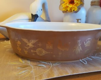 """SALE!  Vintage PYREX -  """"Early American"""" -  Metallic Gold/Brown 3.5L Casserole - Good Condition"""