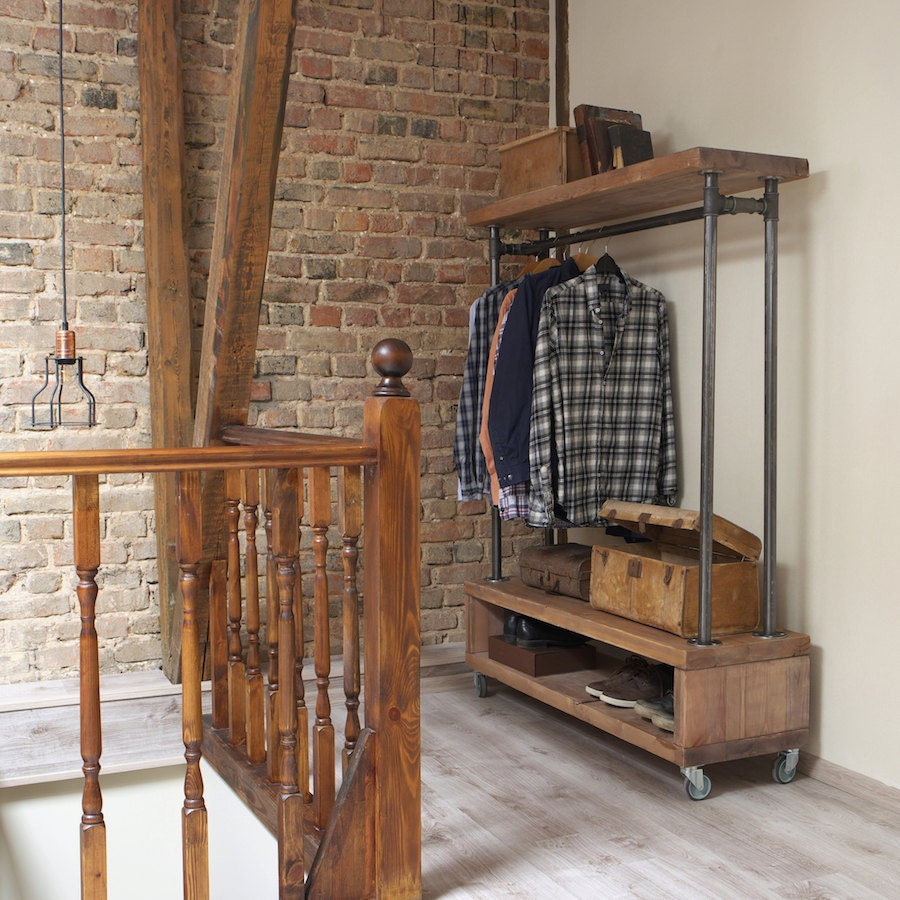 How to store clothes in storage unit