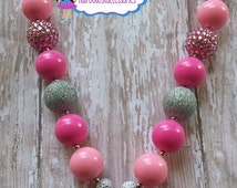 Minnie Mouse Necklace, Minnie Mouse Chunky Bubblegum Beads Necklace, Minnie Necklace, Pink Minnie Mouse Inspired Chunky Beads Necklace.