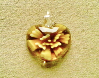 Lampwork glass pendant; Lampwork Glass heart pendant, golden flower design. 32x10mm, 1pc/3.60.