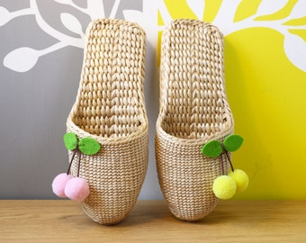 Cute straw slippers with strawberries pom poms/comfortable shoes/Wholesales bulk/organic/Country decor/wedding gift/GrasShanghai