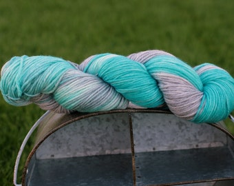 Hand dyed worsted weight yarn in aqua and silver , Indie worsted weight wool, Hand dyed aqua and grey superwash yarn