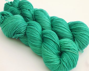 Soul Stone - Marvel - Hand Dyed Yarn - 100% Superwash Merino - Echo DK weight - 100g 210m - Emerald Green Yarn - Semisolid - Infinity war