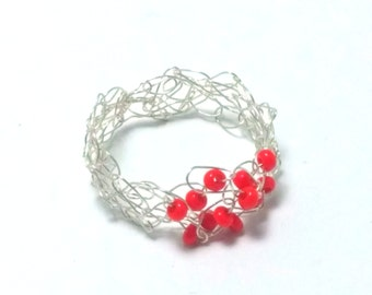 FREE SHIPPING Wire crochet ring with glass beads: Red dots