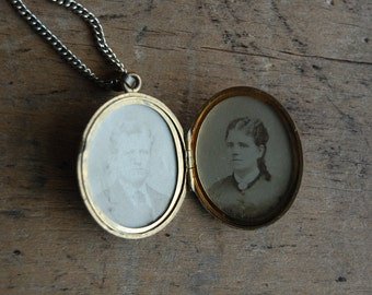 Victorian mourning locket / GARTER
