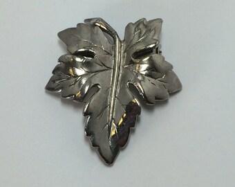 Vintage Silver Tone Maple Leaf Brooch Pin 9462