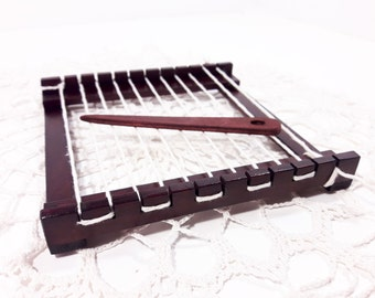 Dark Brown Mini weaving loom for kids creativity promotion, 5 x 5 inch weaving loom starter kit, mini Tissage, mini Weefraam, Webrahmen