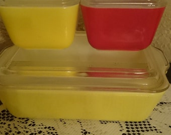 3 Piece Yellow and Red Pyrex Refrigerator Storage Set with Lids