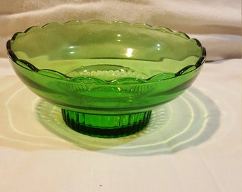 Vintage E.O. Brody Candy Dish in Green, Scalloped Edge, Excellent Condition M2000