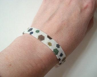 Bead woven bracelet, peyote stitch bracelet, polka dot beaded, neutral colours, white spotted, thin bead bracelet, beadweaving, seed bead