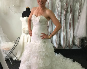 Pleated laced ruffle wedding dress