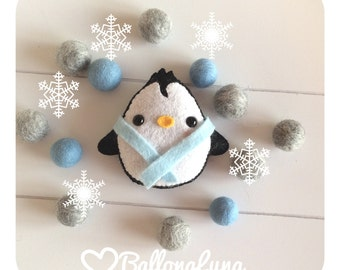 Christmas ornament, Pinguin, snow