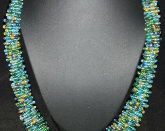 Twisty Sis Green Seed Bead Necklace