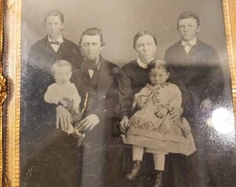Antique Ambrotype/Tintype 1/4 Quarter Plate Full Case C. Mid 1800's Family