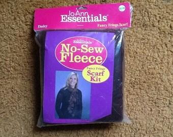 No sew fleece Daisy scarf