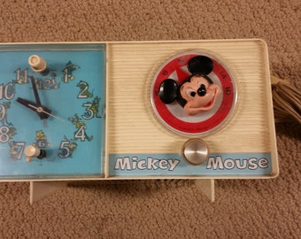 DISNEYLAND Youth Electronics Mickey Mouse Clock Radio by GE - C2418A ANTIQUE