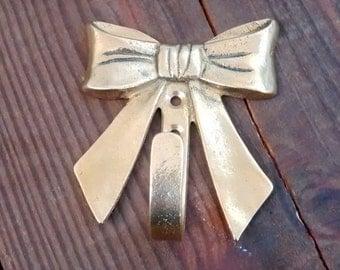 SALE 30% OFF : Brass bow / vintage hook / golden colored hook / girl's room