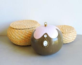 """""""Ohm"""" natural gourd gourd box"""
