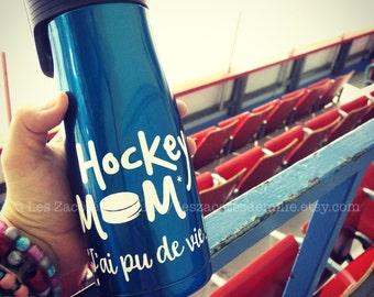 """Sticker """"Hockey mom, j'ai pu de vie !"""" To stick on a cup, travel mug, pot mason, etc."""