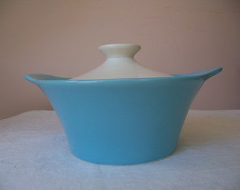 Vintage Shawnee Pottery Turquoise and White Covered 1 Quart Casserole Dish - USA