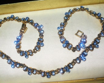 Vintage 1960s goldtone faceted sapphnire blue glass rhinestone necklace