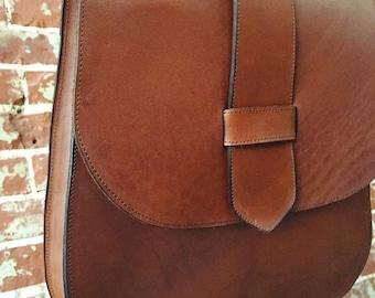 The 70's style Saddle Bag - whiskey leather