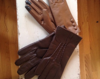 Pairs of gloves in leather for women 12 $ each