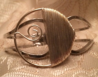 Contemporary Wire Design Bracelet