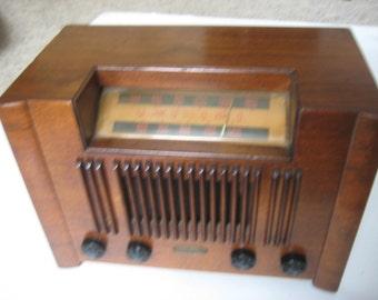 R. H. Macy & Co. (Emerson) tube wooden AM Shortwave Radio 9HW 376 15