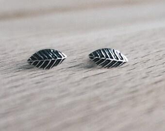 Sterling silver leaf ear studs, Silver leaf earrings, Tiny silver lear ear studs, Cartilage stud, Leaf cartilage stud (ES147)