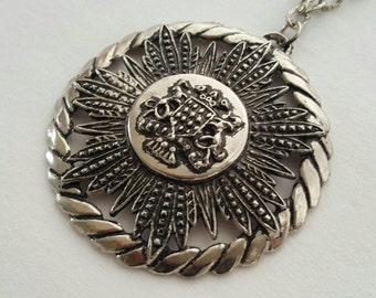 Royal crest style pendant