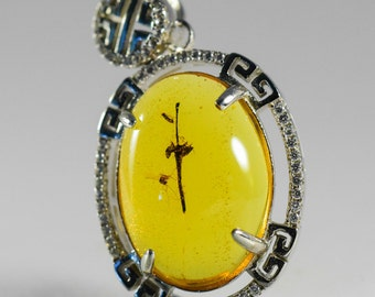 Dominican Amber Fossil V1483 Beautiful Unburned Flower on 925 Silver Pendant