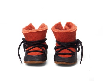 Baby shoe - leather - baby moonboots - handmade - baby snowboots - laced baby shoes - crib shoes - sheepskin baby booties