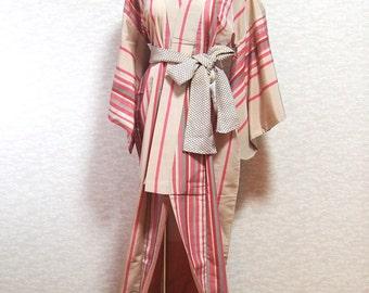 Kimono/ robe/ Japan/ traditional/ dress/ vintage/ antique