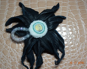 Leather brooch with AC hose